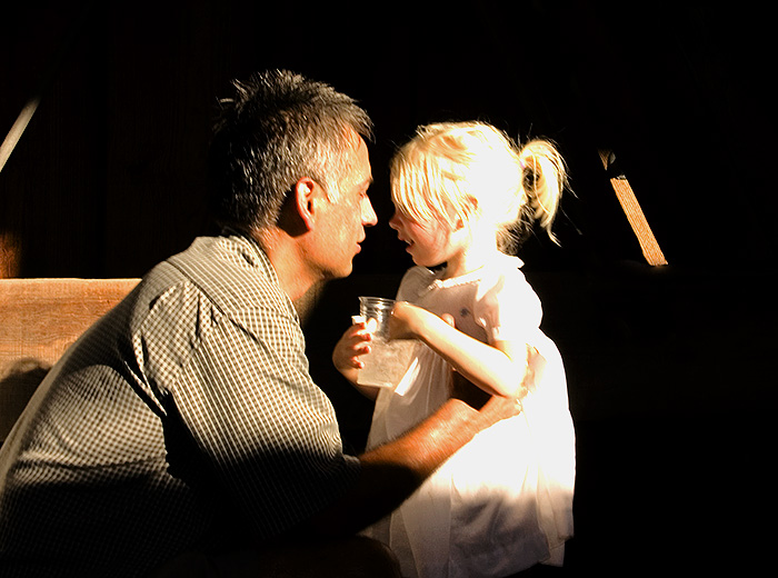 http://nicknoblephotography.com/images/20060922225626_fatheranddaughter_w.jpg